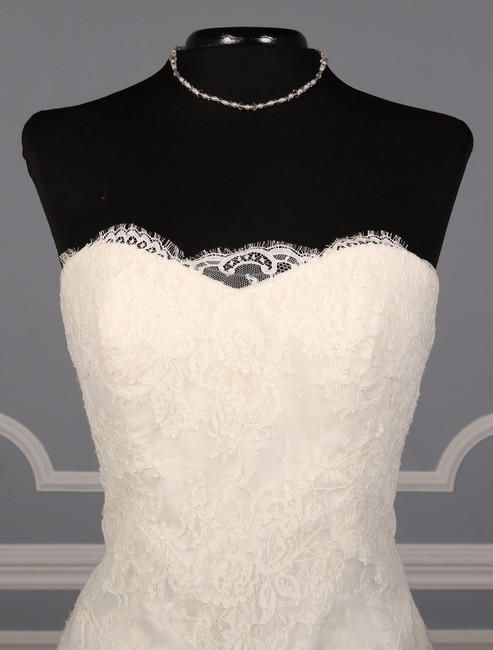 Anne Barge Pearl (Light Ivory) Chantilly Lace and Tulle Hyacinthe Feminine Wedding Dress Size 10 (M) Anne Barge Pearl (Light Ivory) Chantilly Lace and Tulle Hyacinthe Feminine Wedding Dress Size 10 (M) Image 2