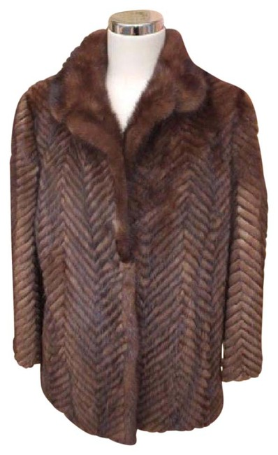 Preload https://img-static.tradesy.com/item/20220591/brown-chevron-quilted-mink-212066-fur-coat-size-10-m-0-1-650-650.jpg