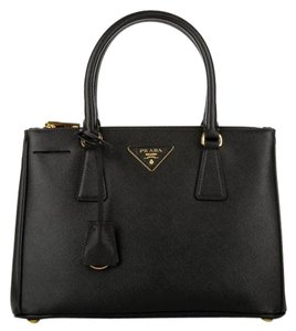 Prada Saffiano Lux Double zip Tote Medium Satchel in Black