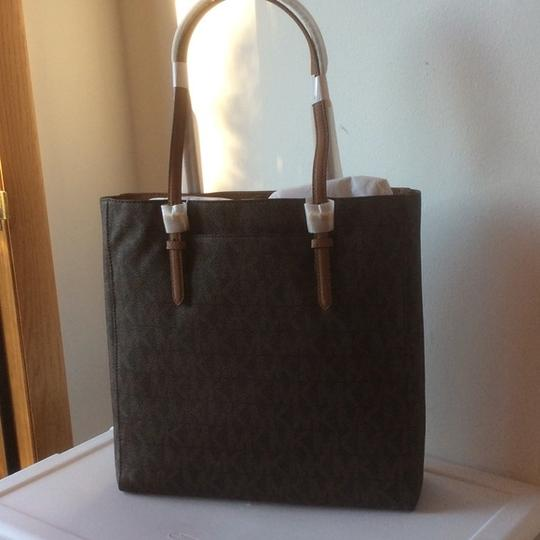 Michael Kors New With Tags Tote in Brown Image 2