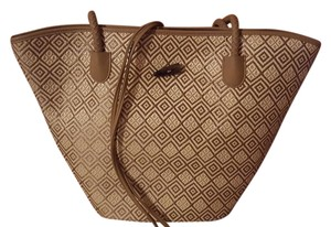 Neiman Marcus Tote in Taupe and white