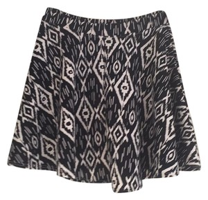 LE3NO Elastic Casual Short Skirt Black with white print