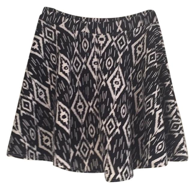 LE3NO Elastic Casual Short Skirt Black with white print Image 0