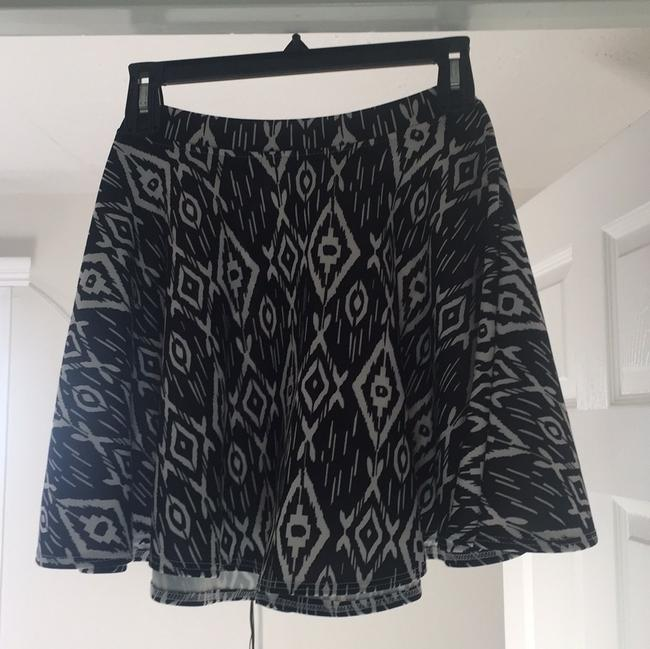 LE3NO Elastic Casual Short Skirt Black with white print Image 1