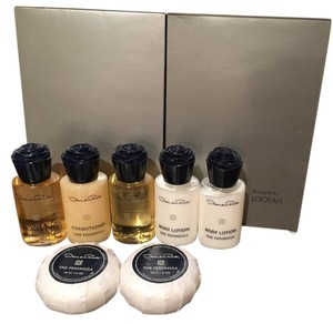 Oscar de la Renta Luxury Bath Gift Set - Soap, Shampoo, Body Wash, Loofah