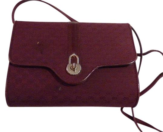 Preload https://img-static.tradesy.com/item/20225160/gucci-vintage-pursesdesigner-purses-burgundy-with-small-g-logo-print-canvasleather-and-shoulder-bag-0-1-540-540.jpg