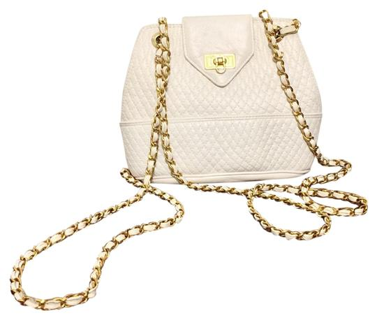 Preload https://img-static.tradesy.com/item/20225466/paris-quilted-flap-chain-strap-white-leather-cross-body-bag-0-1-540-540.jpg
