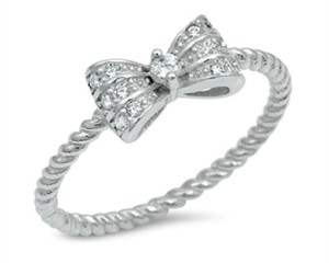 9.2.5 Adorable white topaz bow rope band ring size 8