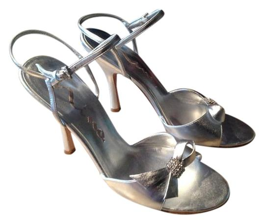 Preload https://img-static.tradesy.com/item/20228439/nina-silver-carole-yy-formal-shoes-size-us-95-regular-m-b-0-1-540-540.jpg