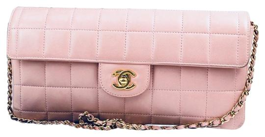 Preload https://img-static.tradesy.com/item/20228587/chanel-classic-flap-chocolate-bar-pink-lamb-leather-clutch-0-3-540-540.jpg