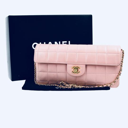 Chanel Pink Clutch Image 10