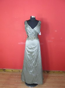 Montage Moss Taffeta 27916 (Ho-23) Formal Bridesmaid/Mob Dress Size 18 (XL, Plus 0x)