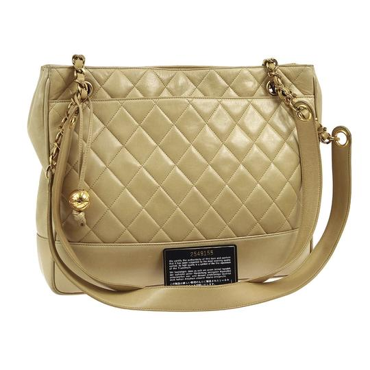 Preload https://img-static.tradesy.com/item/20228613/chanel-quilted-cc-gold-chain-beige-lamb-leather-shoulder-bag-0-3-540-540.jpg