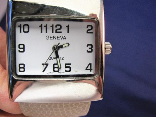 Geneva Woman's Geneva Wrist Watch Image 5