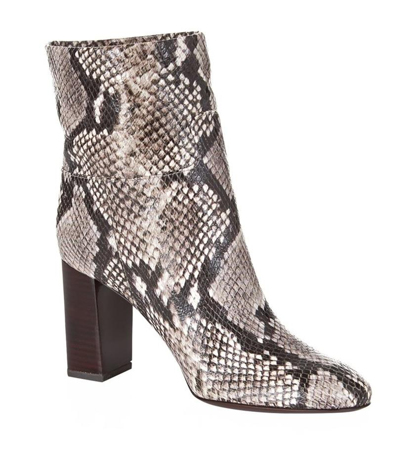 RAS animal print pumps, a must for bloggers