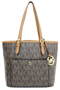 Michael Kors Jet Set Tote in Brown