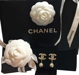Chanel New CHANEL 2016 Large Gold CC with Pearl Earrings Full Set Box Bag
