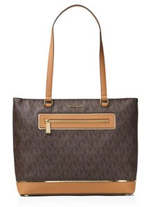 Michael Kors Jet Set Large Chevron Crossbody Tote in brown signature