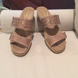 Naot Like New Fits Many Widths Khaki Sandals