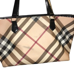 Burberry Tote in Black And Tan