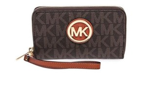 Michael Kors 35h5gfte3l 889154937451 Wristlet in Brown