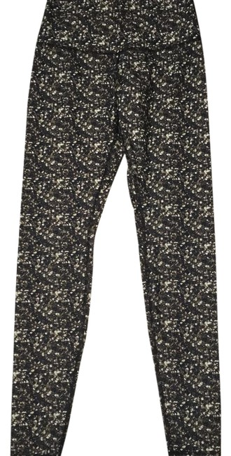 Item - Black and Gold Activewear Bottoms Size 8 (M, 29, 30)