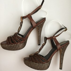 Vince Camuto Embellished Woven Brown/Gold Platforms