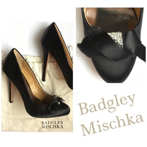 Badgley Mischka Satin Formal Sparkle Black Satin Pumps