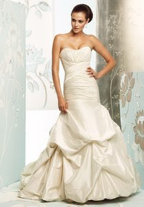 Paloma Blanca Natural White Silk Dupioni 4156 Feminine Wedding Dress Size 6 (S)
