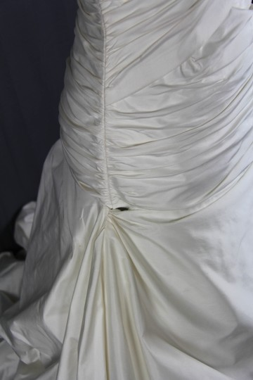 Paloma Blanca Natural White Silk Dupioni 4156 Feminine Wedding Dress Size 6 (S) Image 8