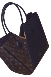 Louis Vuitton Tote in Monogram Canvas With Black