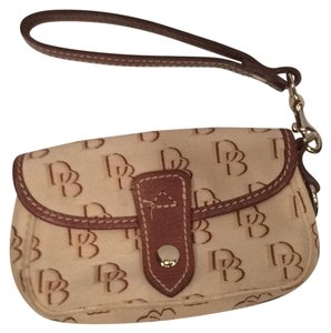 Dooney & Bourke & Brown Leather Gold Hardware Canvas Wristlet in Tan