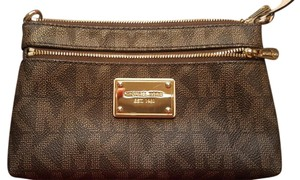Michael Kors Wristlet in Monogram