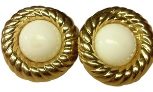 estate find PEARL BUTTON CLIP ON EARRING