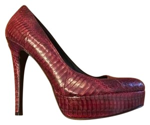 House of Harlow 1960 Maroon Pumps