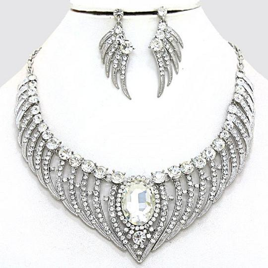 Preload https://img-static.tradesy.com/item/2026562/clear-crystal-bejeweled-stunning-silver-angel-wings-pave-and-earring-set-necklace-0-0-540-540.jpg