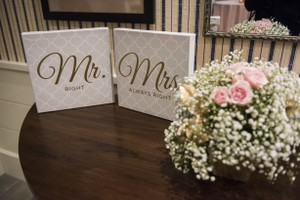 T.J.Maxx Offwhite & Gold Mr. Right Mrs. Always Right Table Sign Reception Decoration