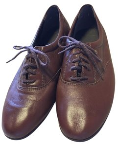 Easy Spirit Brown Flats
