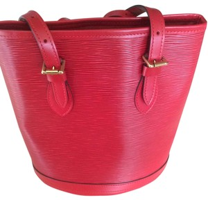 Louis Vuitton Bucket Pochette Tote in Red