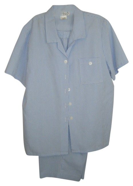 Preload https://item1.tradesy.com/images/blue-and-white-capri-mach-wash-checks-cool-euc-pant-suit-size-14-l-2026915-0-0.jpg?width=400&height=650
