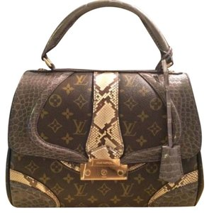 Louis Vuitton Satchel in Olive Green