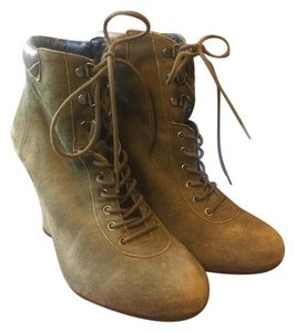Pour La Victoire Suede On Trend Fashionable Olive green Boots
