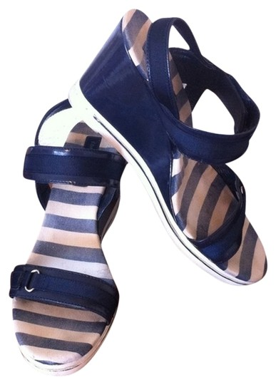 Preload https://item4.tradesy.com/images/tommy-hilfiger-white-striped-nautical-white-blue-wedges-2027093-0-0.jpg?width=440&height=440