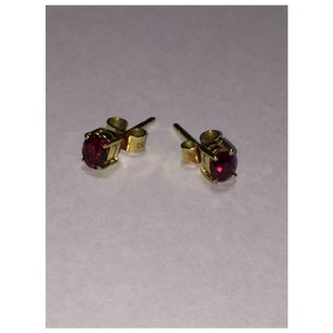Ruby stud earrings 18-karat (750) yellow gold Ruby Stud Earrings 18-karat (750) Yellow Gold
