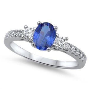 9.2.5 Adorable blue and white sapphire silver ring size 6