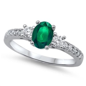 9.2.5 Adorable green emerald and white sapphire silver ring size 6