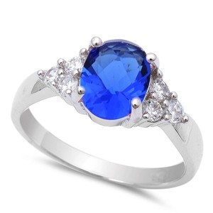 9.2.5 Classic blue and white sapphire cocktail ring size 7
