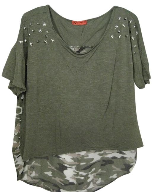 Item - Camo/Green Short Sleeve Scoop Neck Styled - Sz. Large Tunic Size 12 (L)