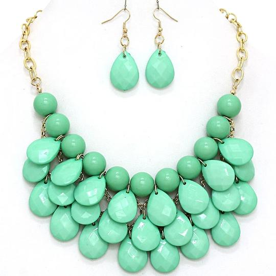 Other Mint Green Teardrop Statement Bib Necklace Set and Jewelry Bag Image 0