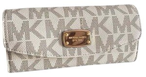 Michael Kors NWT Michael Kors Jet Set Item Slim Flap Wallet